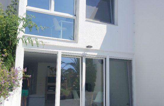 Moderna vivienda con acceso directo a la playa