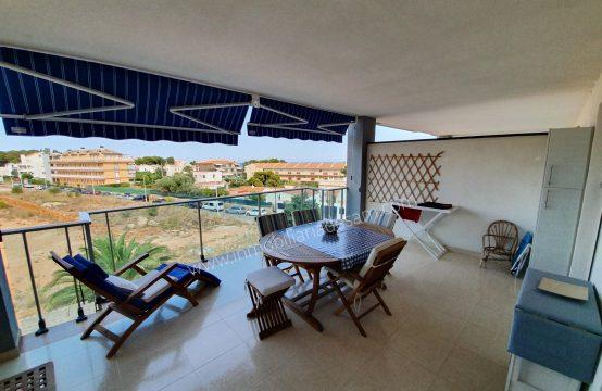 Bonito apartamento  con amplia terraza a  solo 100 mtrs de playa Cargador