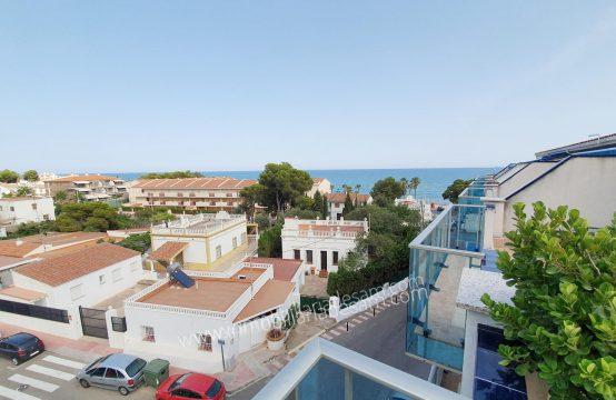 Precioso ático  con vistas al mar y a 100 mtrs de la Playa Cargador