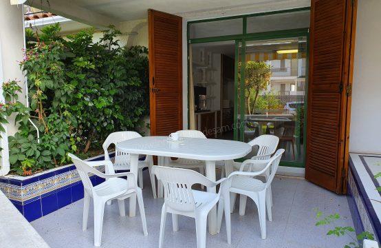 Apartamento en plata baja con amplia terraza a 200 mtrs de la playa Cargador