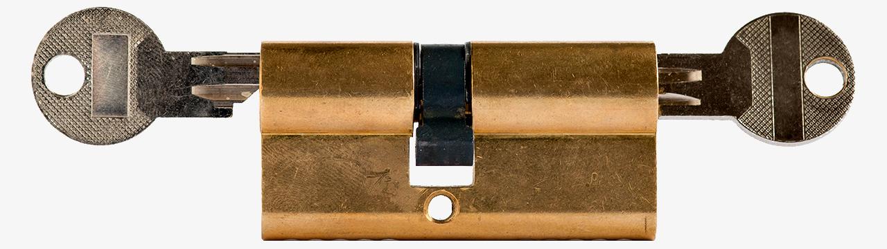 Inmobiliaria Desam Alcossebre Servicio de cerrajería Bombin con llaves