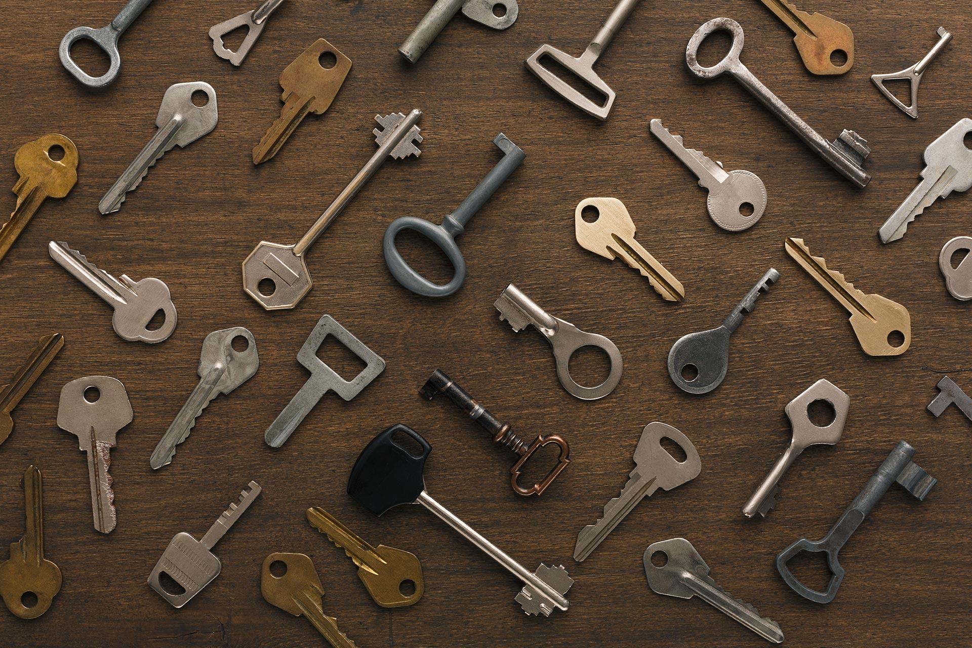 Inmobiliaria Desam Alcossebre Servicio de Cerrajería llaves esparcidas