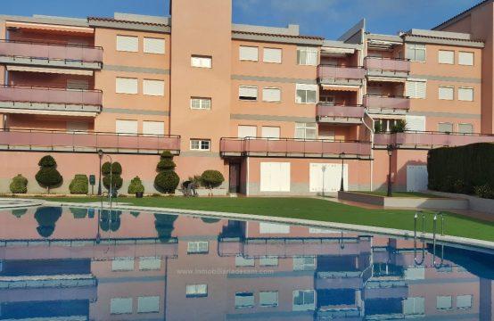 Precioso apartamento en urbanización cerrada a 300 mtrs de playa Cargador